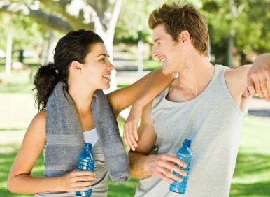 Athletes rest in shade and drink water to prevent heat stroke
